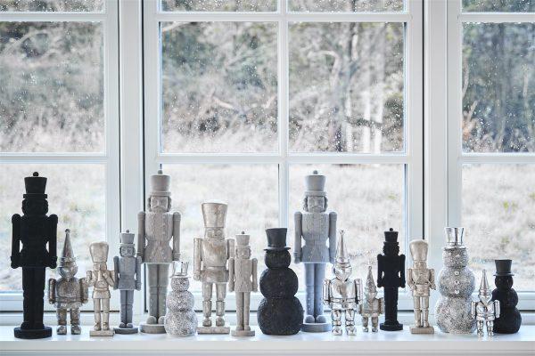 Sella figurine 7x5.5x24